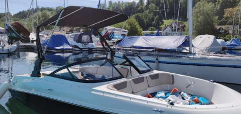 Bayliner VR 4 - Edition mit Wakeboardtower