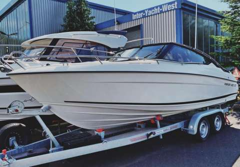 Parker 630 DC Day Cruiser auf Trailer by Inter Yacht West