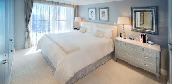 Schlafzimmer von einer der 165 Luxussuiten