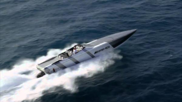 AMG Cigarette Powerboat, 202 km/h