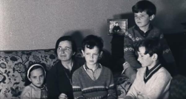 Familie Crowhurst, als sie erfährt, dass Donald «zurück im Rennen» ist
