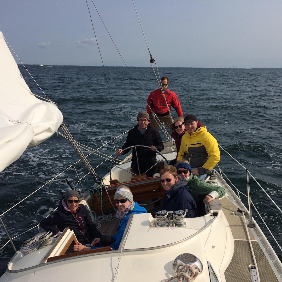 Ein Segeltag mit großer Crew und guter Stimmung