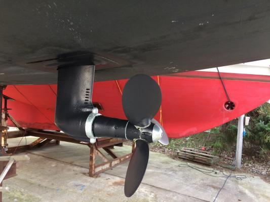 Beim Saildrive gibt es zwei Anoden: eine am Getriebe und eine am Propeller