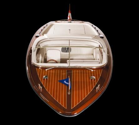 Hübsches Cabrio für den sonnige Stunden auf dem Wasser