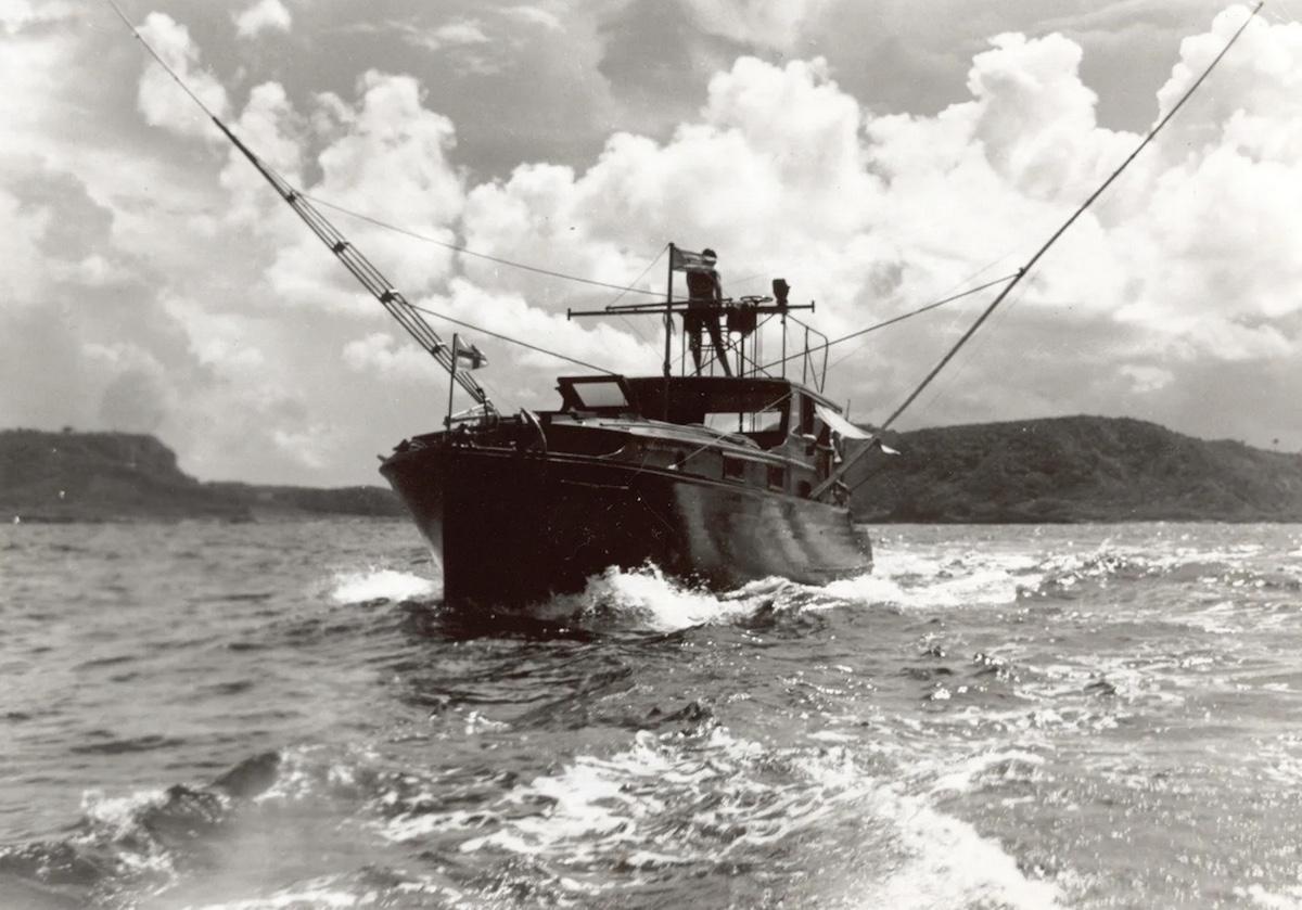Hemingway auf der Flybridge seiner «Pilar»