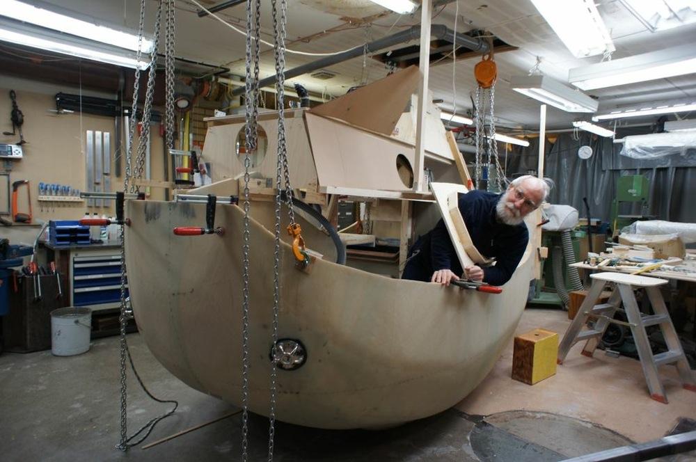 Sven Yrvind baut die Boote die er segelt selber