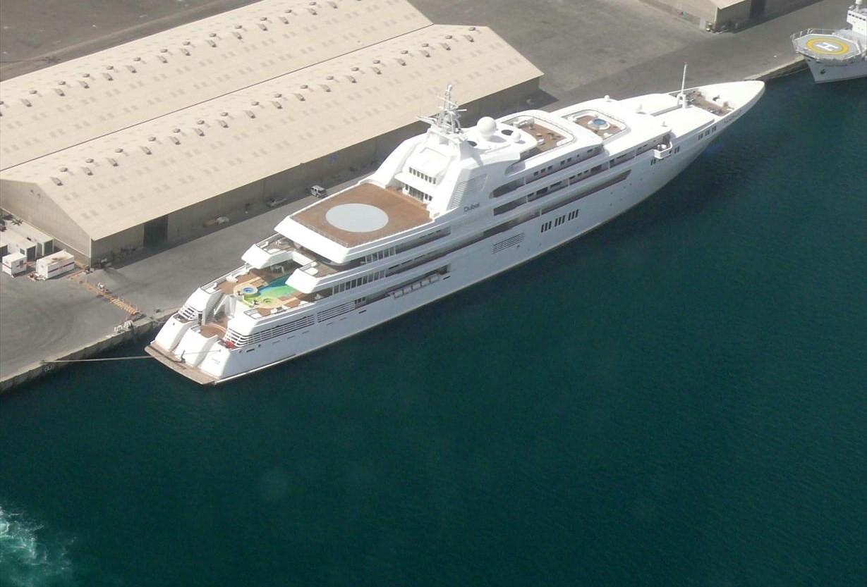 Die drittgrößte Yacht der Welt namens «Dubai» mit großem Hubschrauberlandeplatz
