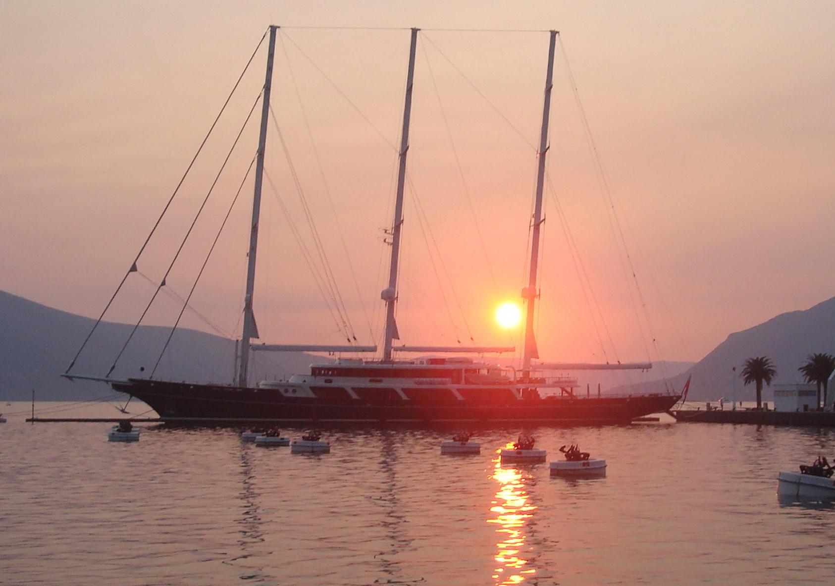 Mit 93 m Länge über Alles ist 'Eos' die zweitlängste Segelyacht der Welt © Lürssen