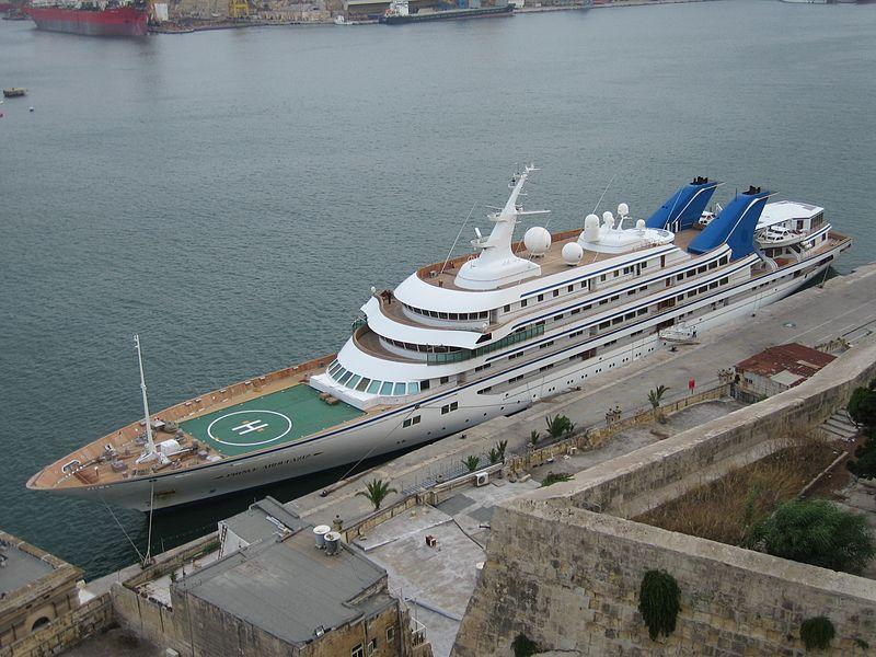 """Die """"Prince Abdulazis"""" ist die sechstgrösste Yacht der Welt, hier in Malta zu sehen © Mecil/Wikipedia"""