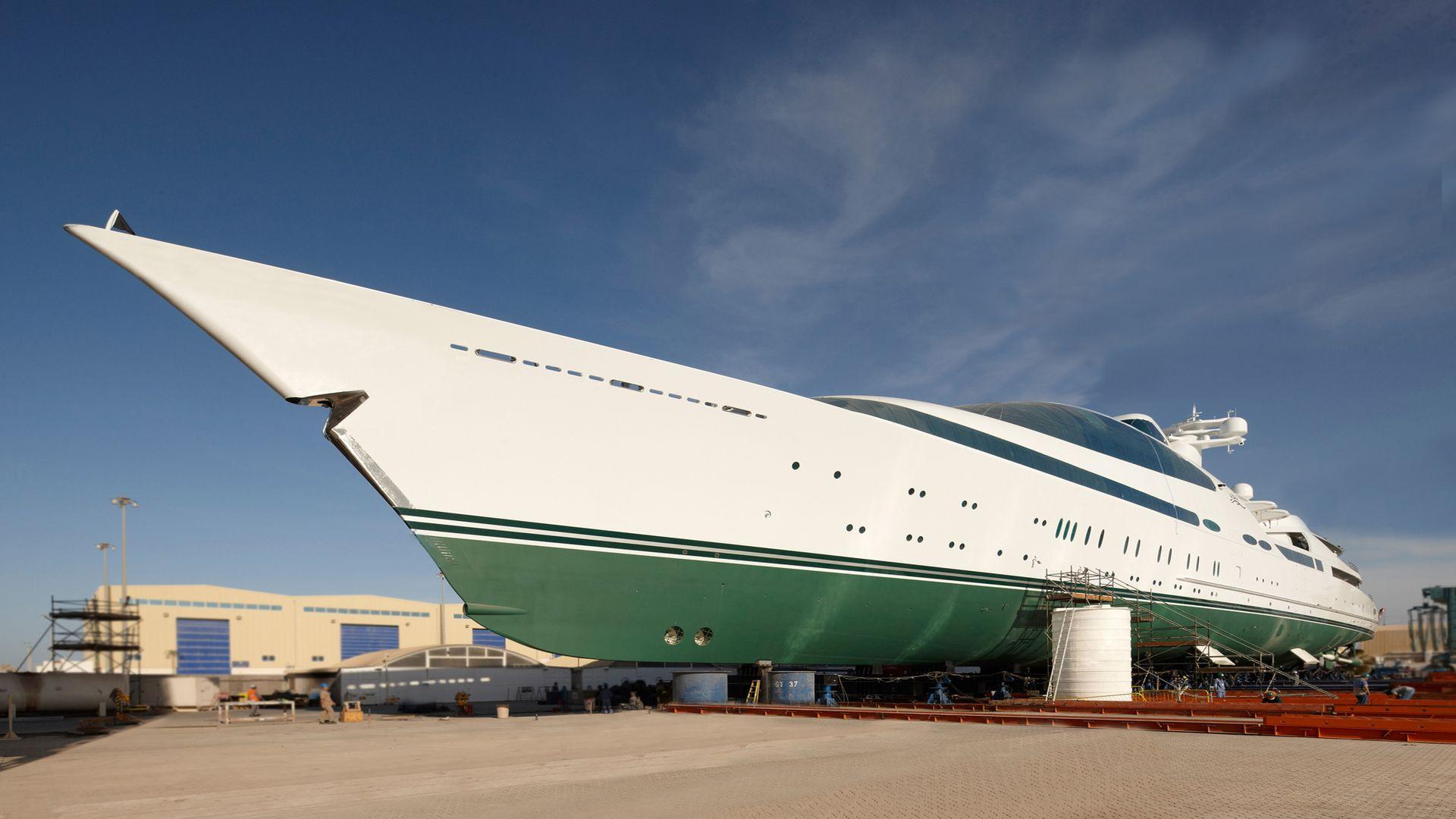 """""""Yas"""", die achtgrösste Yacht der Welt ist eine umgebaute Fregatte © Pierrejean Design"""