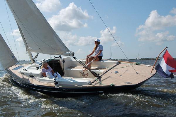 Die Flyer 33 ist als Gfk Serienboot mit Abstand der günstigste der hier vorgestellten Daysailer © Flyer Yachts