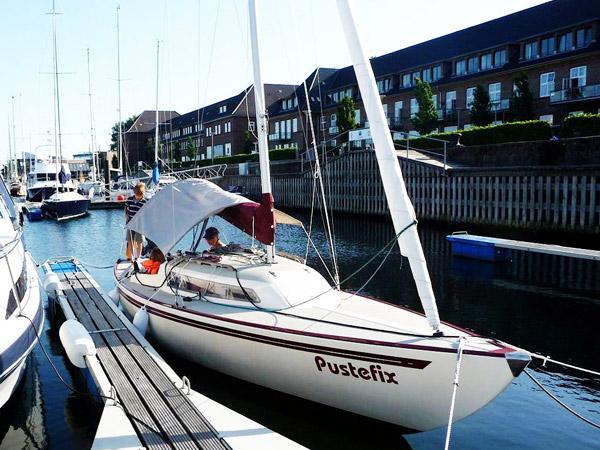 Familienboot mit formschönen Linien © Röhrig
