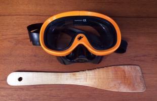 Mit Taucherbrille und Pfannenwender