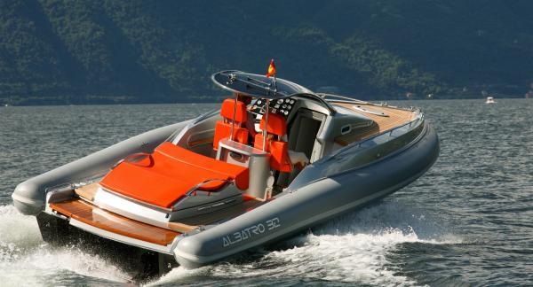 Richtige Motorboote
